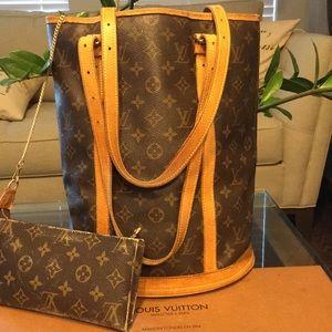 Authentic Louis Vuitton Bucket GM w Pouch